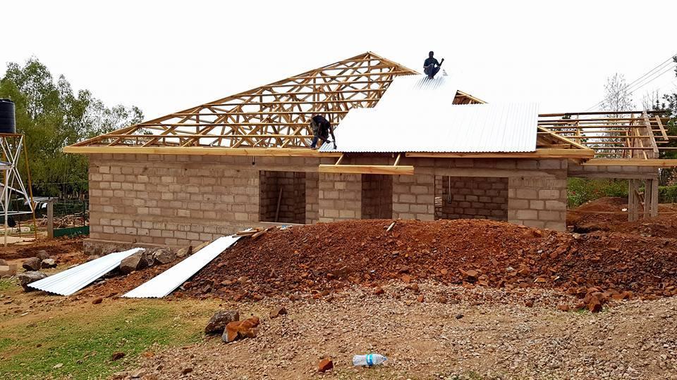 16-09-kladzenie-dachu